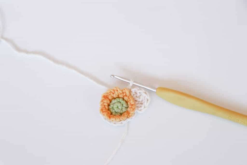 How to crochet a flower, free narcissus crochet pattern