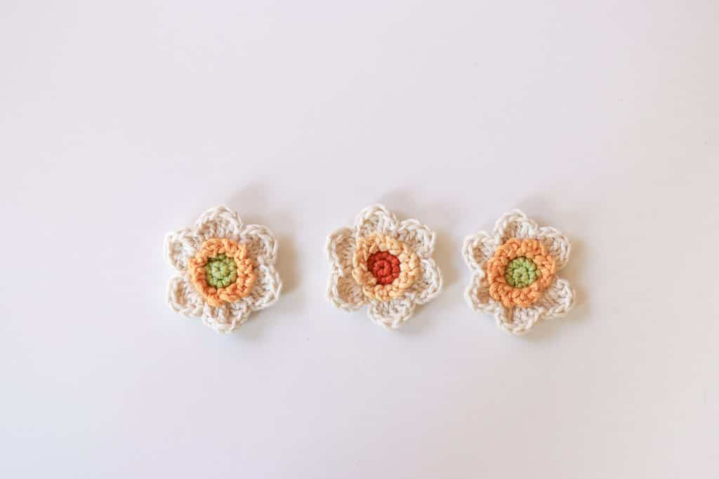 crochet flower pattern, how to crochet a narcissus flower, pretty crochet flowers