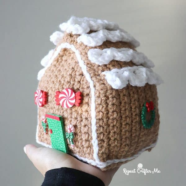 crochet gingerbread house